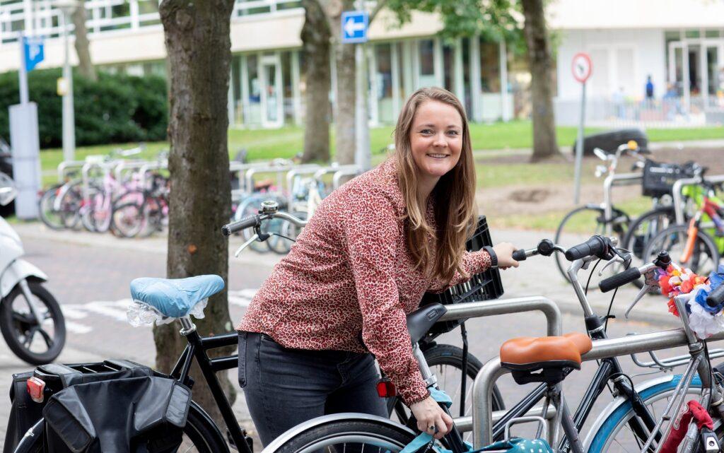 Op de Werelddag van de Apotheker laat VNA-apotheker Myrre Buikema de wereld van haar apotheek zien, in Apotheek Watergraafsmeer in Amsterdam